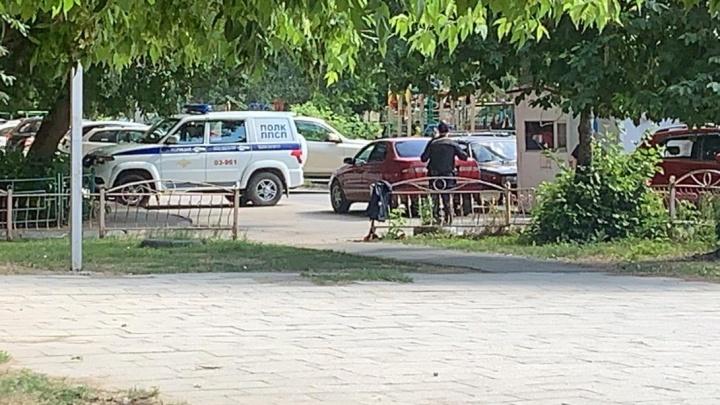 На Эльмаше мужчина устроил стрельбу во дворе из-за дорожного конфликта