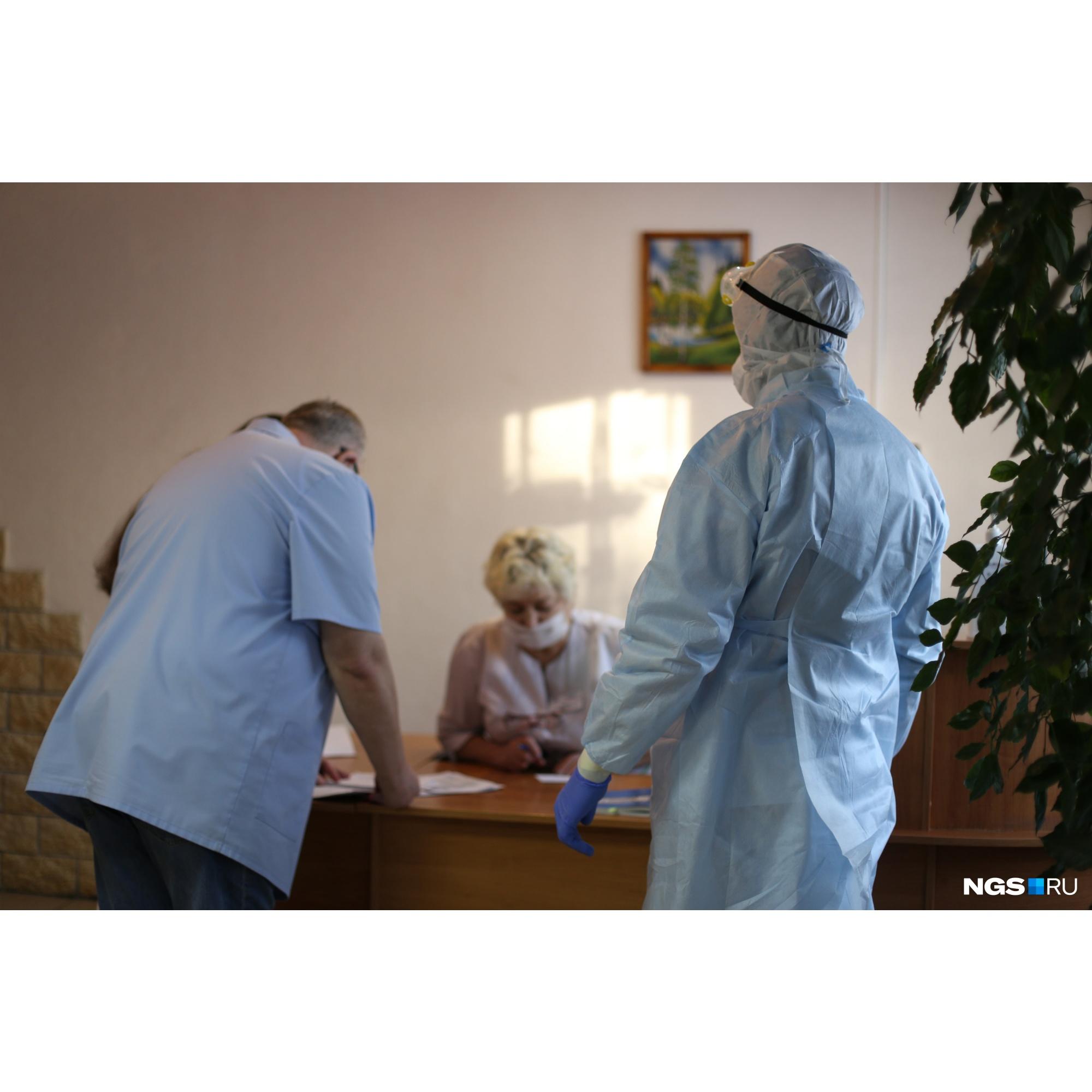 """В больницу привезли пациентов из инфекционного стационара на базе больницы <nobr class=""""_"""">№ 25</nobr>"""