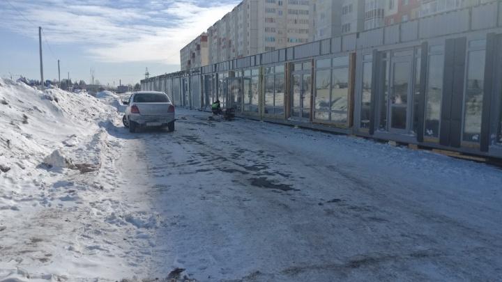 «Это рейдерский захват»: жители Амурского-2 не могли заехать на свою парковку из-за городской ярмарки