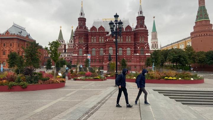 «Очереди из скорых»: что на самом деле происходит в Москве и Питере, куда пришла четвертая волна. Рассказы жителей