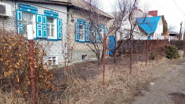 «Кур оставили в покое — взялись за заборы»: администрация Волгограда начала штрафовать за проволочные ограды