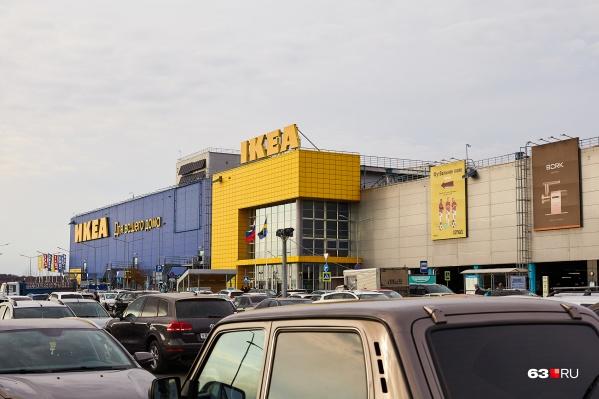 ТЦ на Московском шоссе стал центром притяжения для горожан на автомобилях