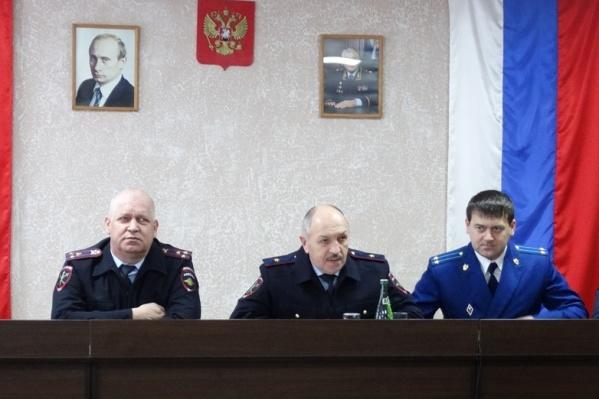 Дмитрий Злобин слева на совещании с руководством МВД и прокуратуры