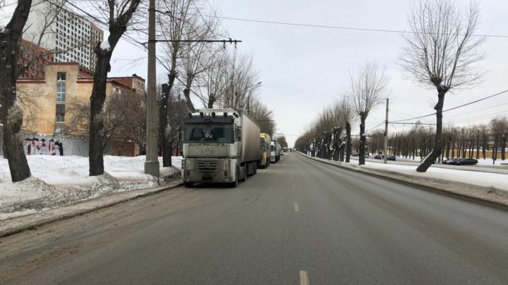 Проспект Космонавтов оказался в снегу из-за проблем на складе Pepsi