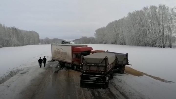 В массовом ДТП с грузовиками погиб молодой мужчина