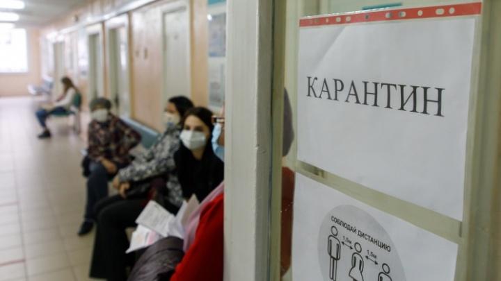 «Сидела рядом с ковидными»: в Волгограде пациенты поликлиники ждали приема терапевта 7,5 часа