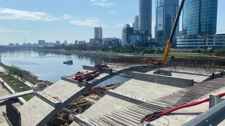 В Екатеринбурге на все выходные закрыли движение по Макаровскому мосту