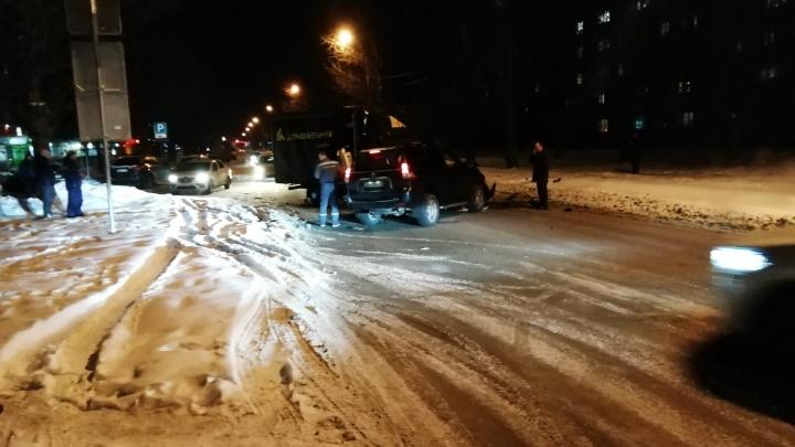 Кровь на дороге: в Ярославле столкнулись «Газель» ивнедорожник