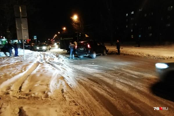 Машины столкнулись на улице Урицкого