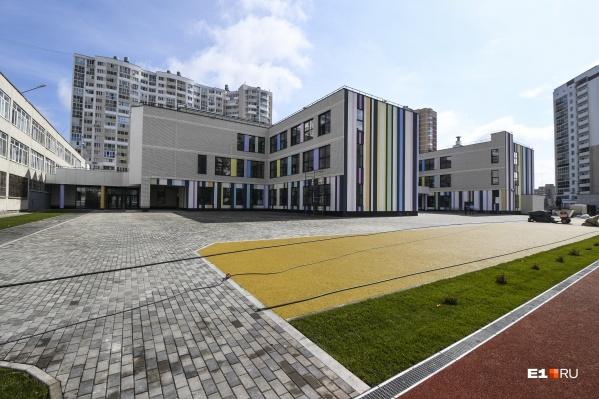 Так выглядит новый корпус 181-й школы, открытый год назад: подобные пристрои в этом году получат еще три школы
