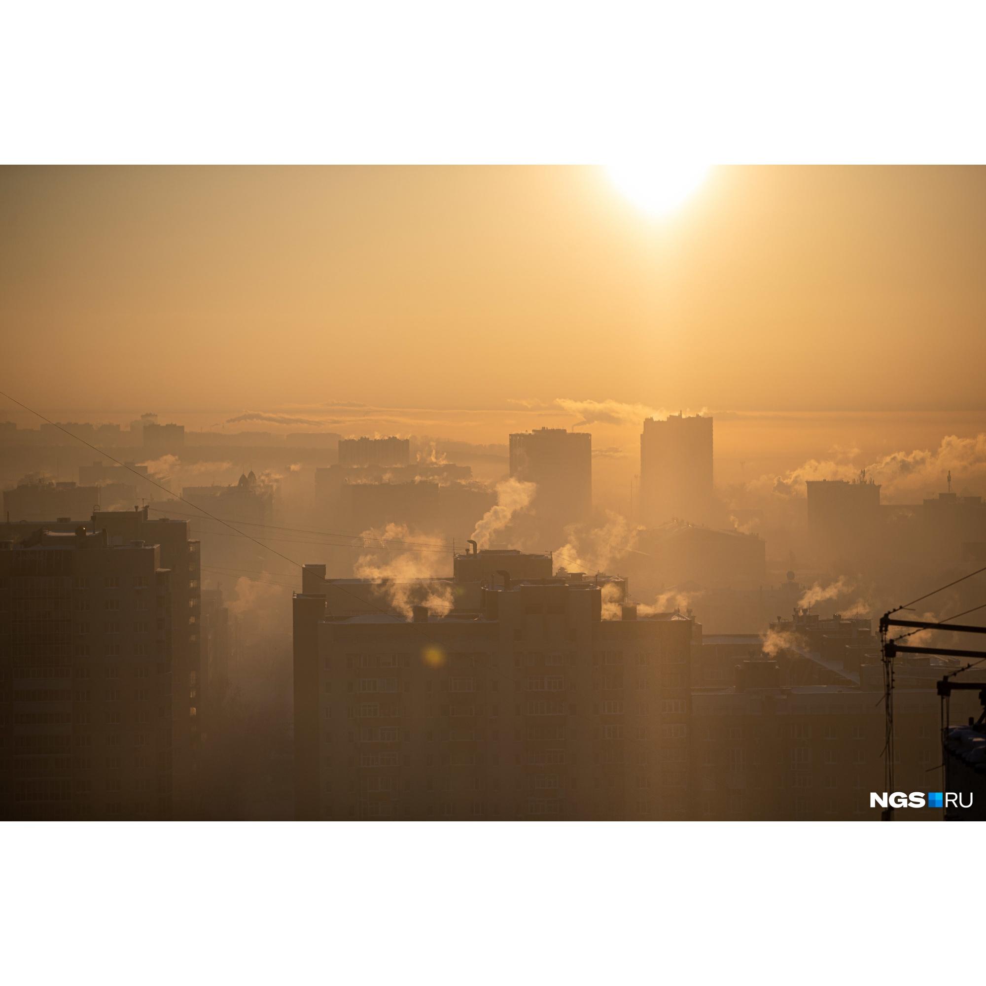 """В городе даже <a href=""""https://ngs.ru/text/gorod/2021/01/25/69724296/?utm_source=vk&amp;utm_medium=social&amp;utm_campaign=ngs"""" target=""""_blank"""" class=""""_"""">ввели режим неблагоприятных метеорологических условий</a> — из-за морозной безветренной погоды в воздухе могут накапливаться загрязняющие вещества"""