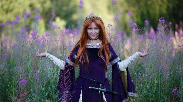 В лес под Екатеринбургом приехали рыцари и ведьмы: яркие кадры «киношной» фотосессии