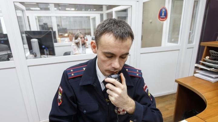 «У него кровь из вены шла»: в Волгограде «Газель» с потерявшим сознание водителем протаранила легковушку