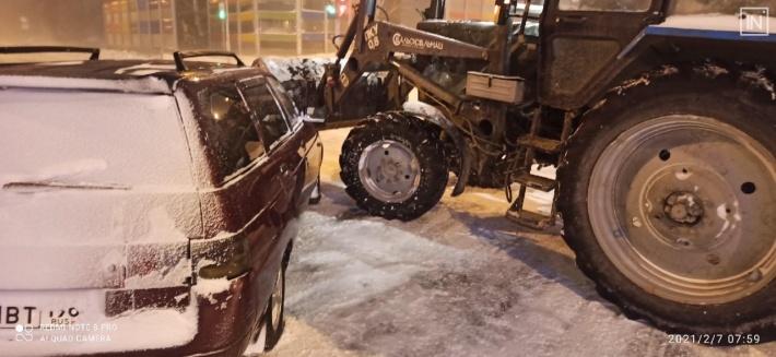 Трактор ехал на красный. Появилось видео серьезной аварии на Волгоградской