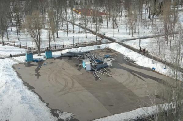 Колесо в парке Победы превратилось в груду металлолома