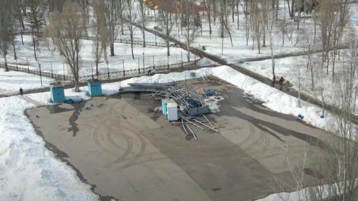 В Самаре демонтировали старые колеса обозрения