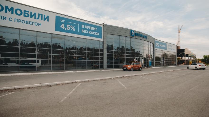 """<nobr class=""""_"""">Автосалон в бывшем</nobr> здании ГИБДД продал Nissan 2014 года почти за 2 миллиона. Как людей вгоняют в грабительские кредиты"""