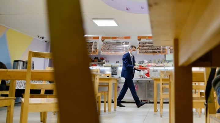 Где к комплексу дадут булочку, а где можно встретить министра: обзор столовых Архангельска