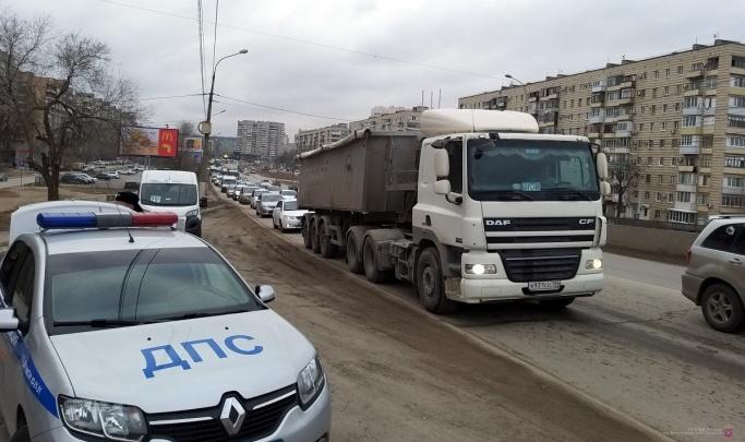 Похоже, это надолго: в Волгограде мост через Волго-Донской канал парализован серьезной аварией