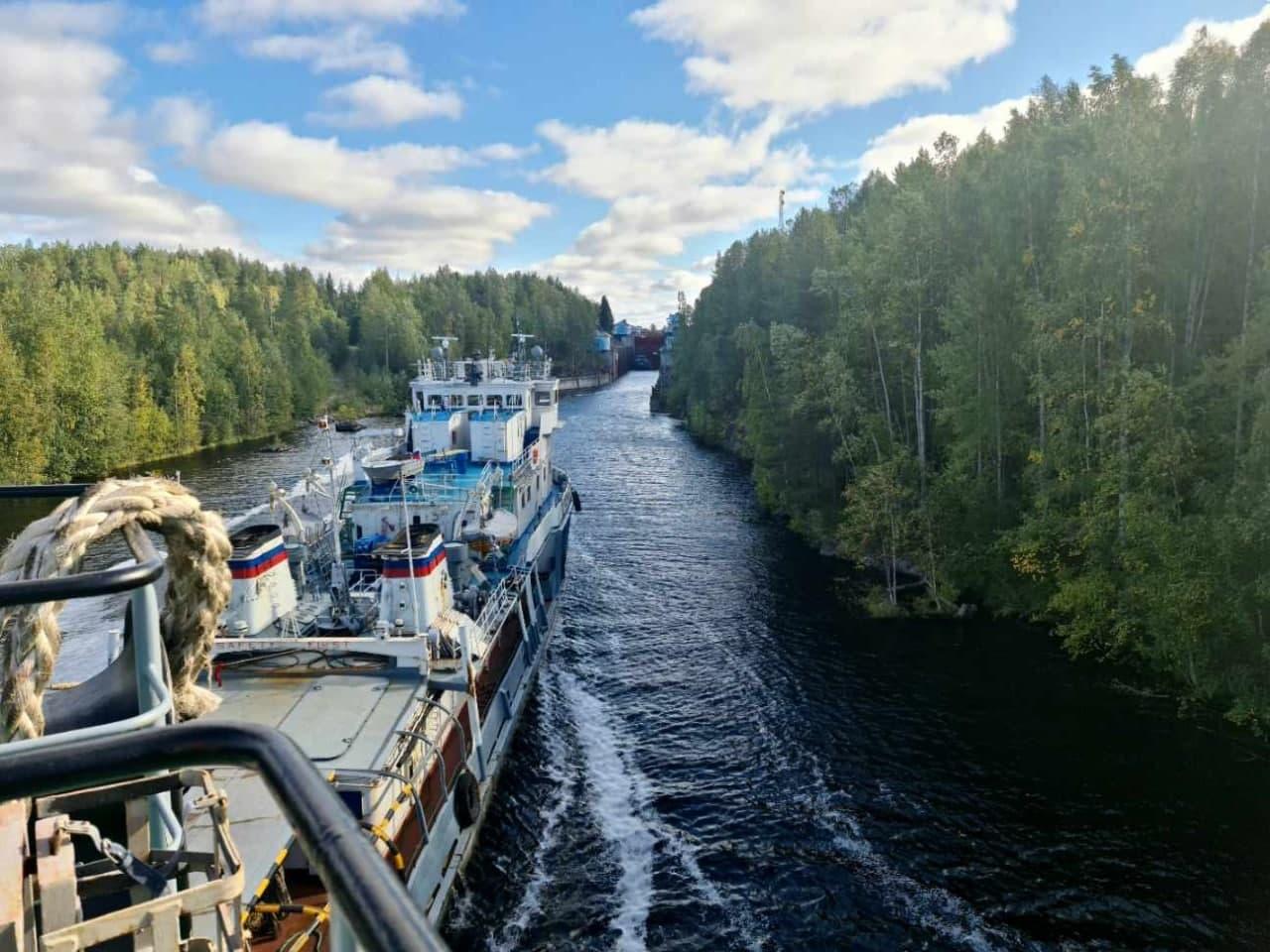 В Петербург плывёт будущий музей. Показываем, как старейшую советскую атомную подлодку К-3 вели через шлюзы