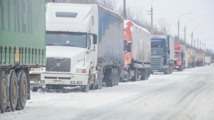 В Волгограде бульдозер-«супермен» спас водителей от километрового затора