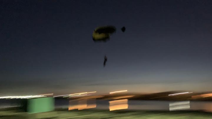 Экстремалы, прыгнувшие с опоры ЛЭП на Визовском пруду, могли оставить 150 000 горожан без света