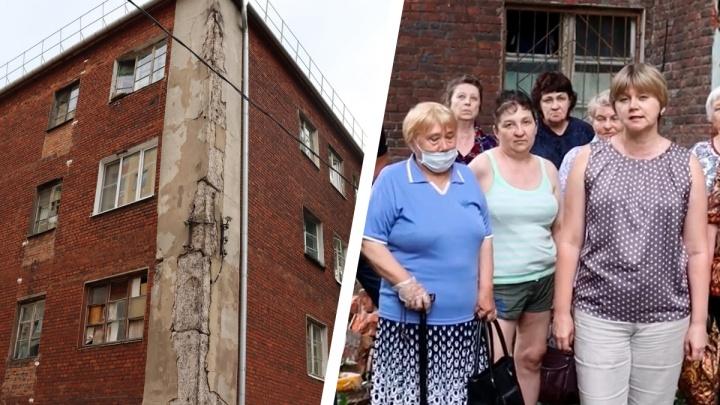 «Я в ужасе! Такого давно не встречала!»: ярославцы просят Владимира Путина признать их дом аварийным