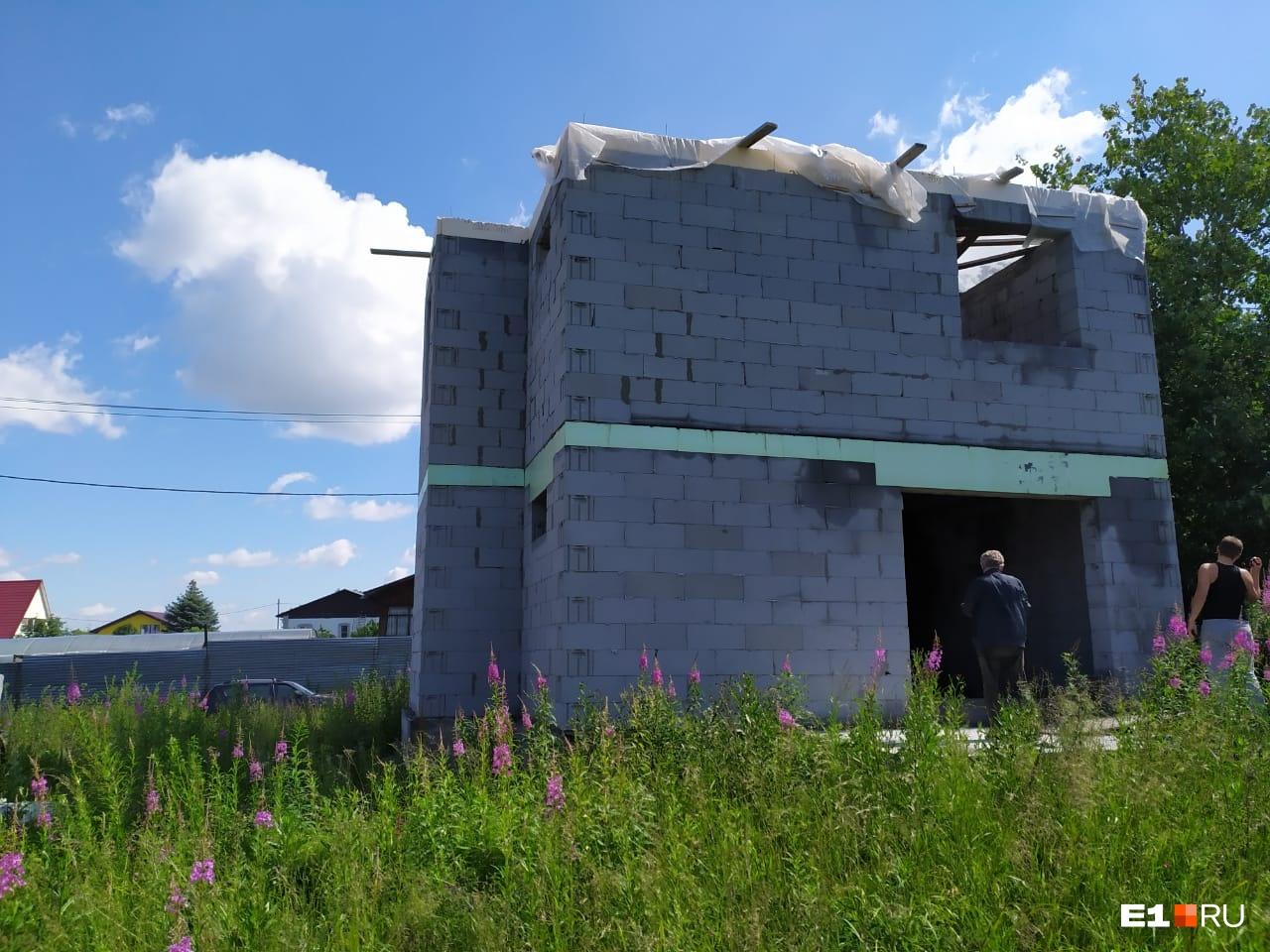 Достроить дом самостоятельно семья Дудиных уже не надеется