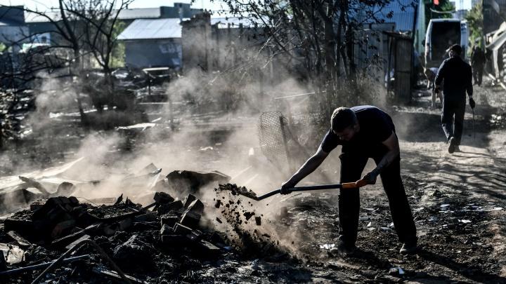 Горожане помогают погорельцам, которые стали бездомными после крупного пожара в Екатеринбурге