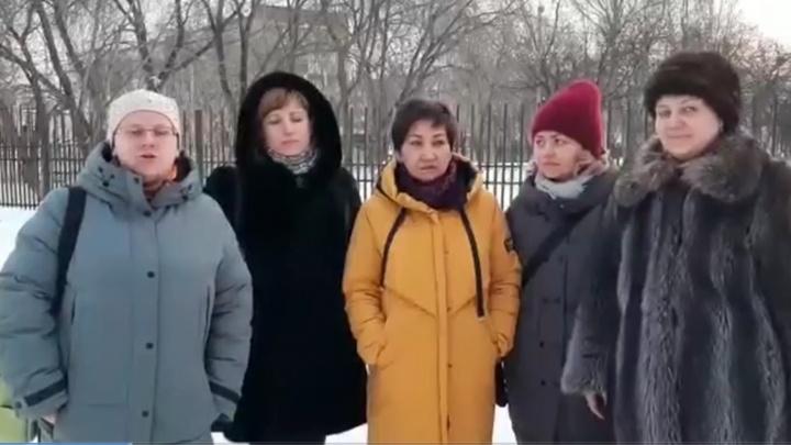 «Это не синяки, а засосы»: в Березовском родители заступились за воспитательницу, обвиненную в насилии
