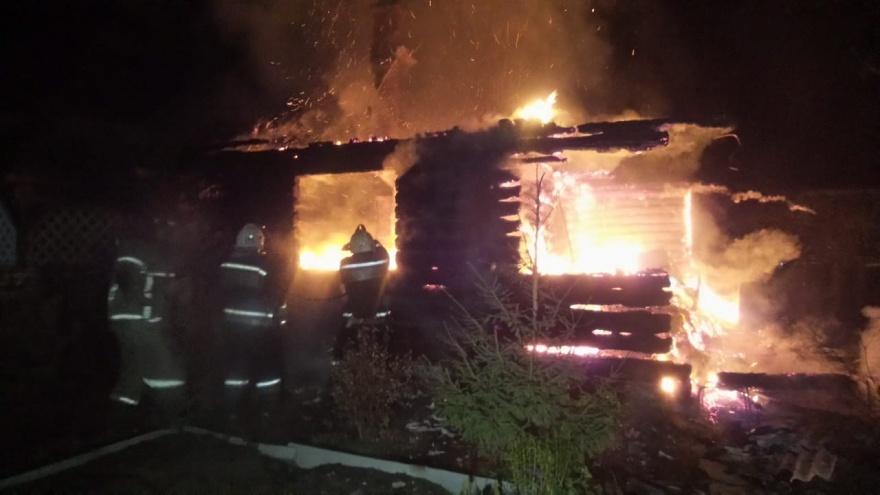 В свердловском СНТ произошел пожар. Сгорел дом