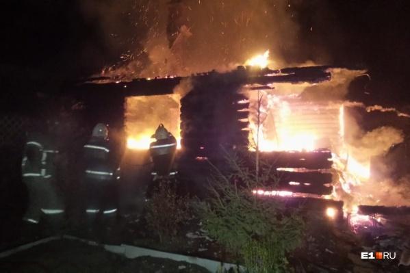 С пожаром боролись почти два десятка человек