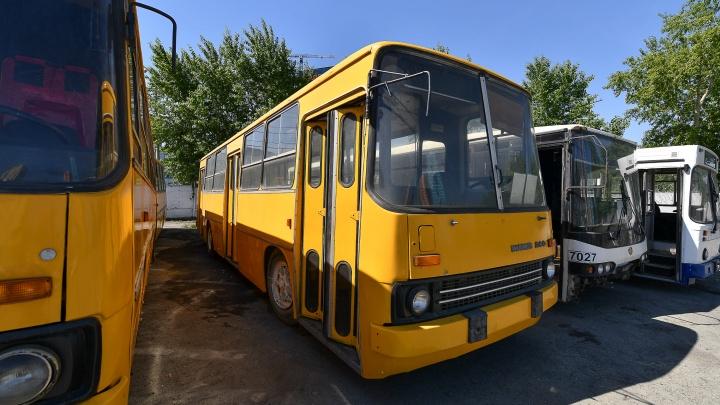 В Екатеринбурге появился музей ретроавтобусов: показываем, что в нем есть