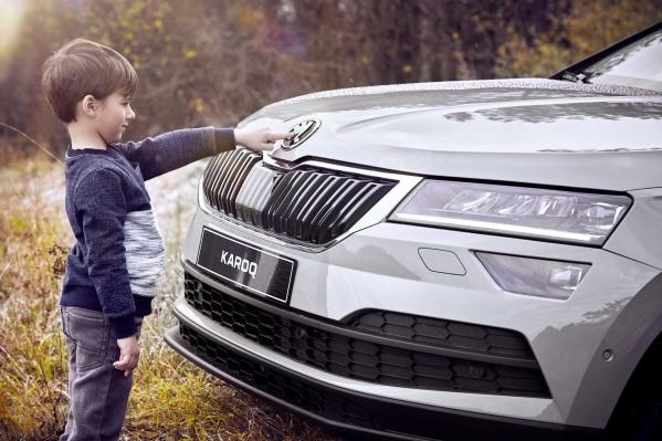 В автосалоне можно записаться на тест-драйв автомобилей, оборудованных детскими креслами