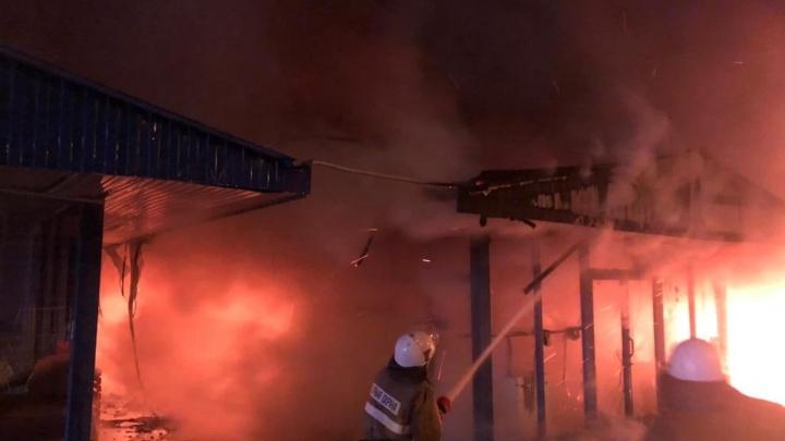 В Сочи произошел крупный пожар на рынке «Спартак»