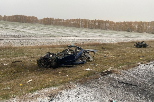 От BMW осталась груда металла