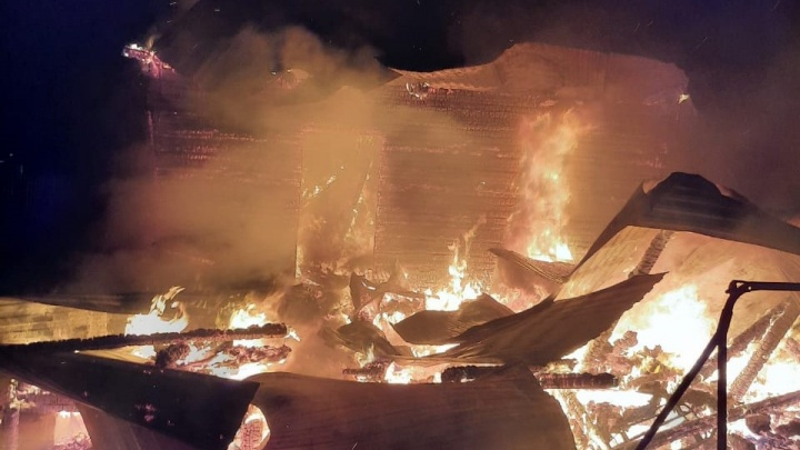 Под Уфой в пожаре погибла предпринимательница. У нее сгорели дом и машина