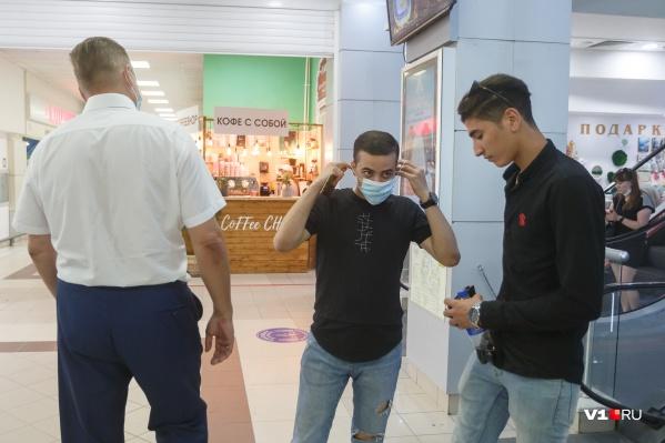 Штрафовать за отсутствие маски разрешили еще трем чиновникам