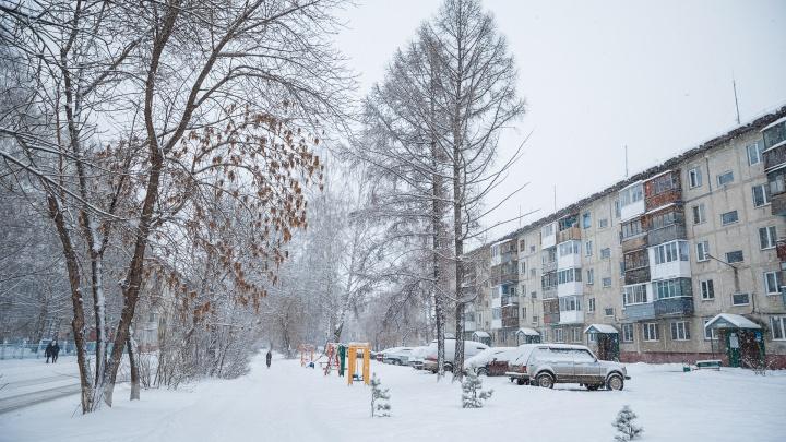 Кемеровские сугробы проверят на безопасность после гибели подростка в горе снега