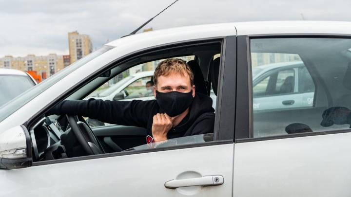 В Омске из-за коронавируса увеличили количество такси для участковых врачей