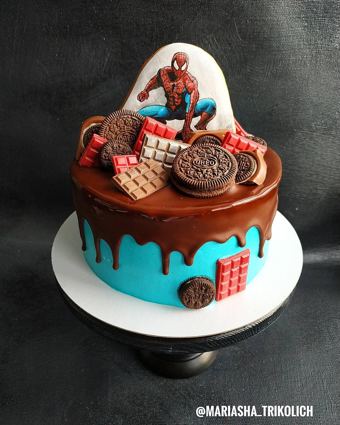 Марианне часто заказывают торты на детские праздники