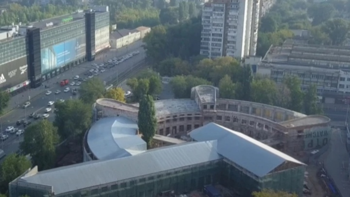 С видом на город: на крыше Фабрики-кухни откроют кафе