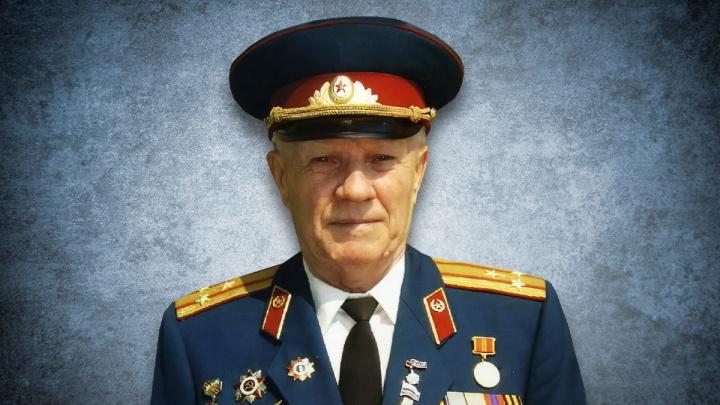 «Болезнь сожгла его»: в Челябинске после тяжело перенесенного коронавируса умер старейший десантник России