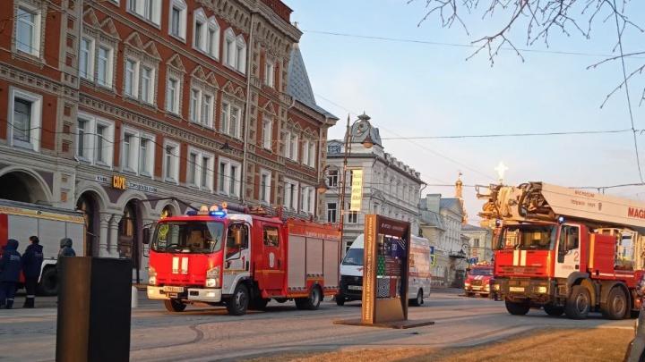 Блиновский пассаж на улице Рождественской горел сегодня утром