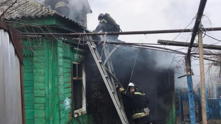«Им обогреватель перекрыл дорогу»: под Волгоградом в доме сгорели мать и сын, отец в реанимации