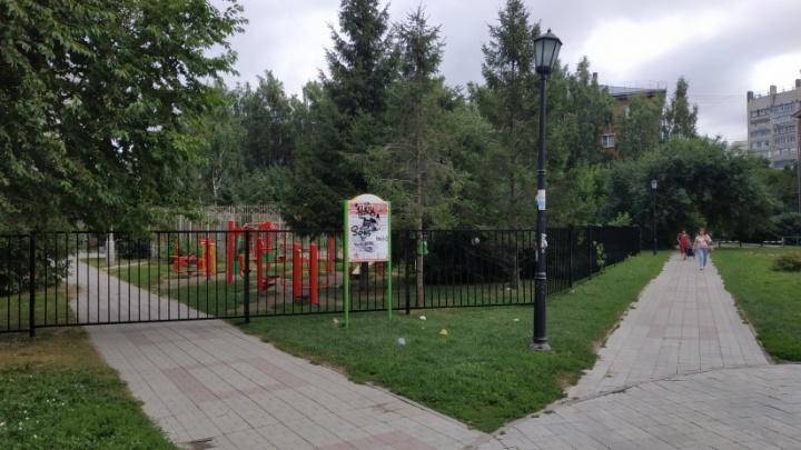 «Новосибирск стал похож на деревенское кладбище»: 15 говорящих мнений о заборах вокруг многоэтажек
