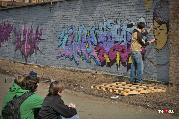 Чиновники хотят закрасить рисунки, но сроки никакие не ставят
