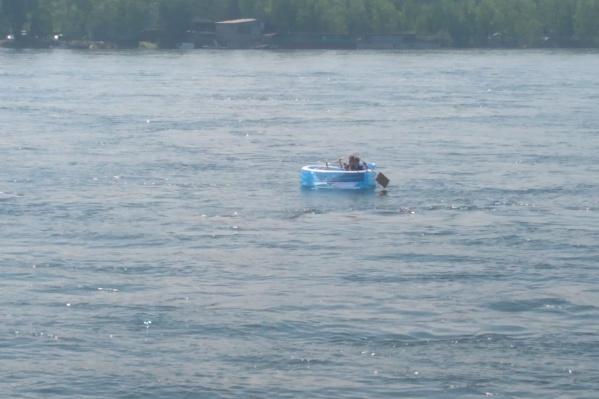 Бассейн сливается с водой, и его можно не заметить с лодки