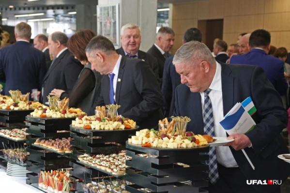Еда на банкетах для чиновников будет разнообразная