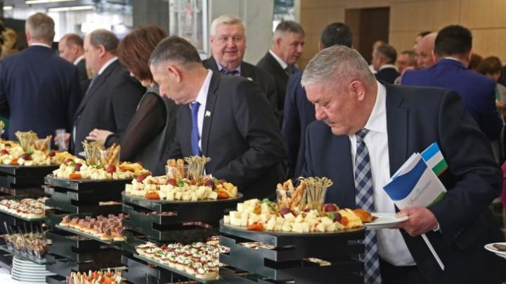 Почувствуй себя чиновником: угадайте, сколько денег администрация Хабирова тратит на блюда для банкетов